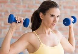 Como el levantamiento de pesas afecta al cuerpo de la mujer