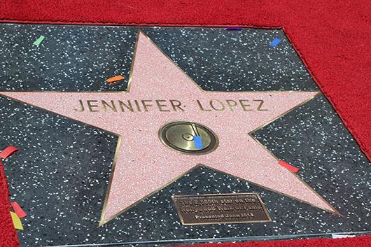 Jennifer López es inmortalizada en el paseo de la fama en Hollywood CA