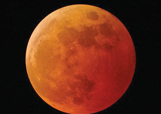 Una luna de Sangre