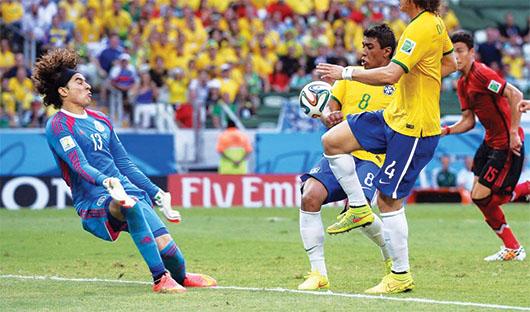 Memo Ochoa evitó la derrota ante Brasil con gran actuación