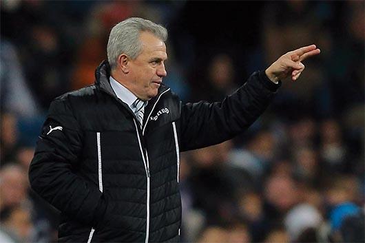 Uruguay aprovecha los fallos de Japón y amarga debut a Aguirre