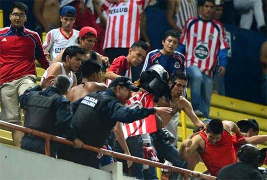 Sucesos violentos, lamentables y penosos en el Estadio Jalisco