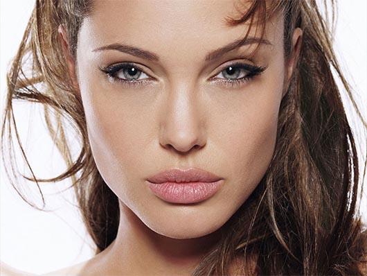 Angelina Jolie ¡ Su topless mas salvaje sale a la luz!