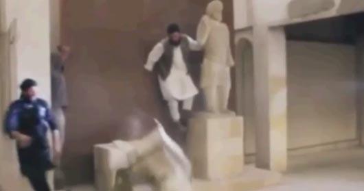 El Estado Islámico difunde un vídeo donde destruye estatuas milenarias