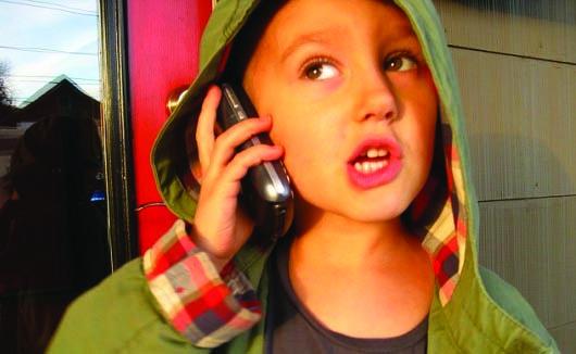 ¡Niños malcriados con celular!