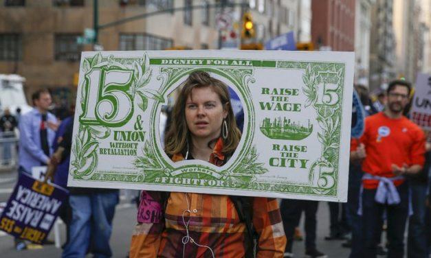 Sigue la exigencia de salario mínimo de $15