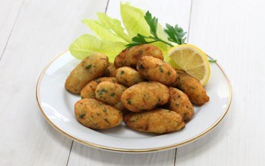 Buñuelos de bacalao y patatas