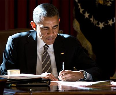 Obama firma ley «Doc-Fix» que protege salarios médicos