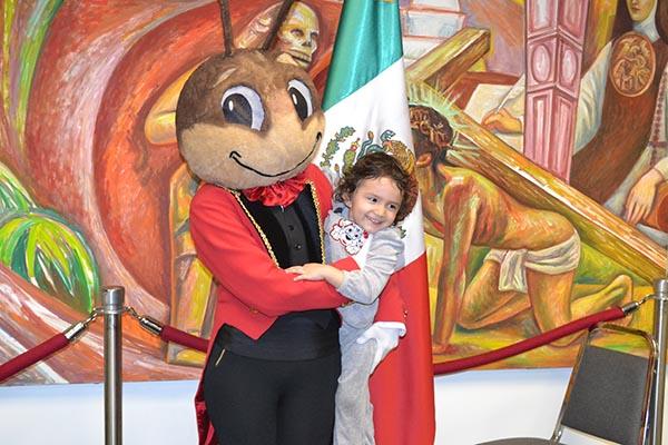 Cri-Crí en el Día del Niño en Plaza México de Lynwood