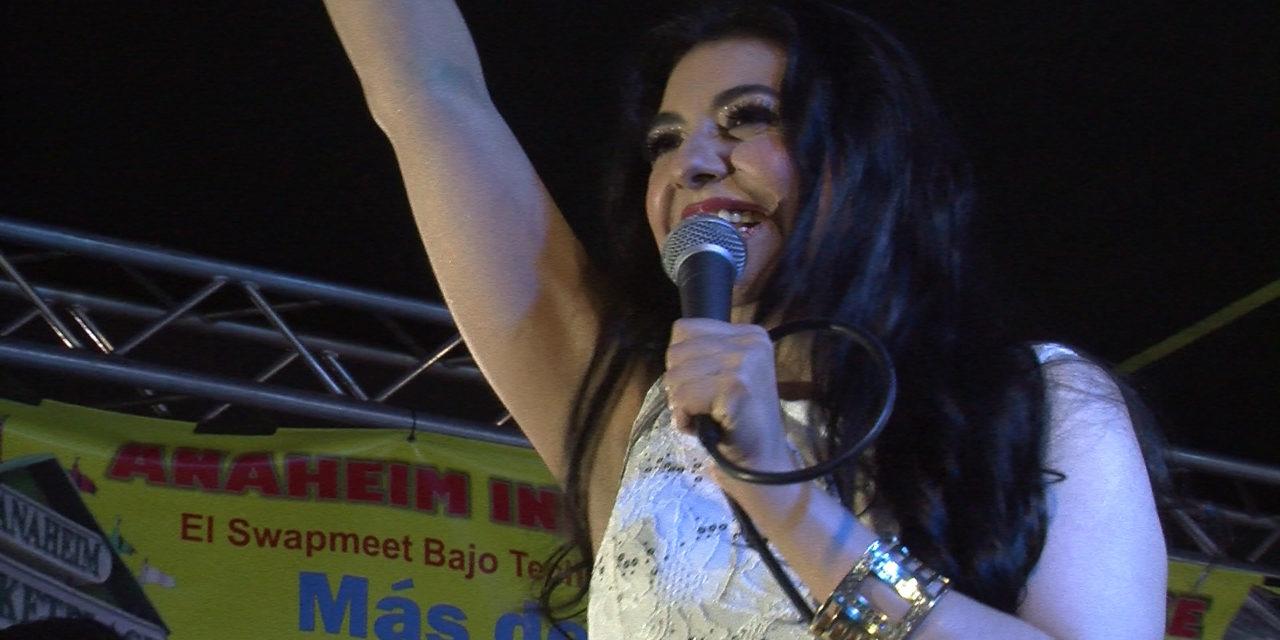 Graciela Beltrán en la Fiesta Cinco de Mayo de Santa Ana
