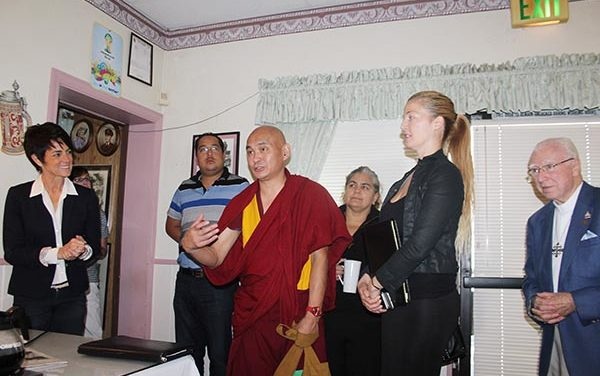 Lama Tenzin Dhonden visita a Los Amigos de Orange County
