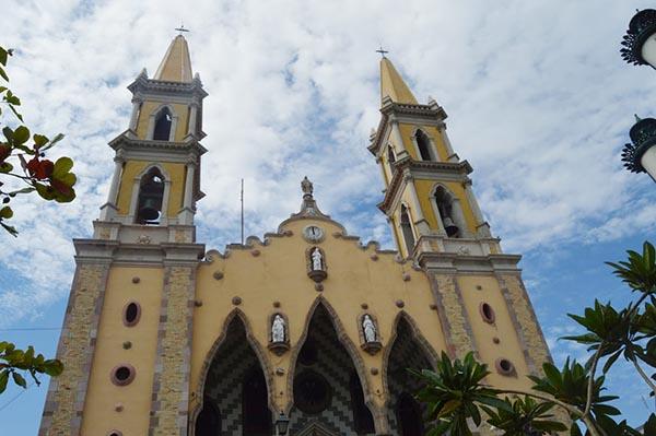 Mazatlán un faro que ilumina el Océano Pacífico