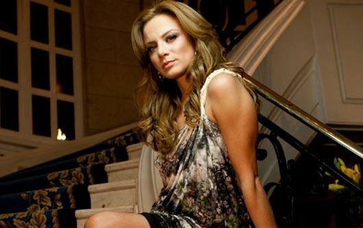 Silvia Navarro luce hermosa a finales de su embarazo