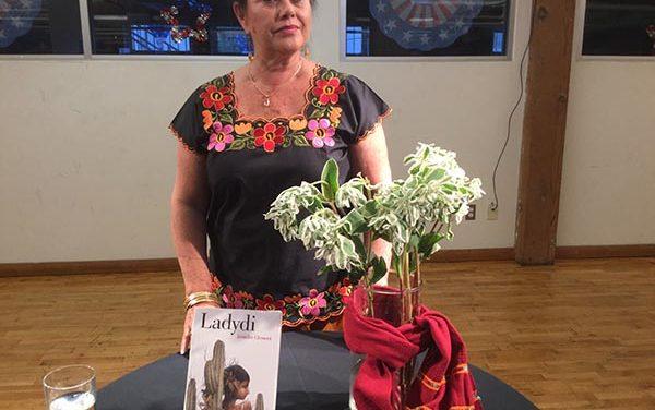 Angélica Aragón presenta en Los Angeles el libro Ladydi