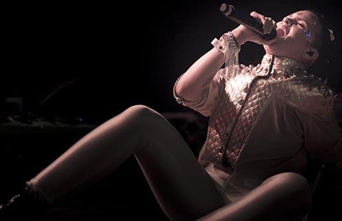 Bomba Estéreo experimenta su «Amanecer» en el Fonda Theatre de Los Angeles