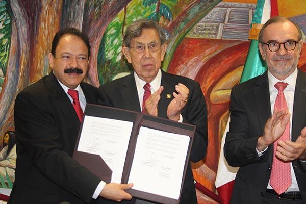 Cuauthémoc Cárdenas encabeza comitiva de ciudad de México en L.A.