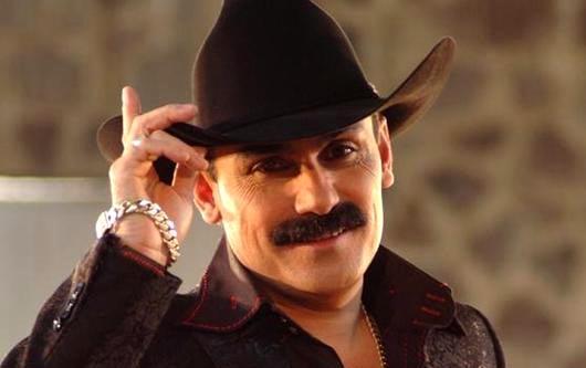 El Chapo de Sinaloa, promocionando su disco llamado «Camina sin mirar atrás»