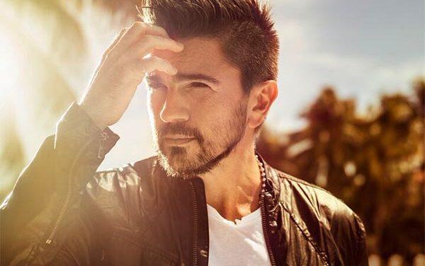 "Juanes girando ""Loco de Amor"""