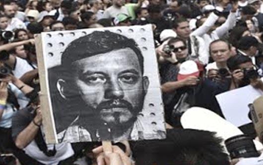 En México miles denuncian el asesinato del reportero gráfico Rubén Espinosa