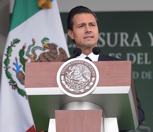 #Faltan 43, claman en vísperas de «El Grito» de Independencia. Peña Nieto se reunirá con familias de los 43