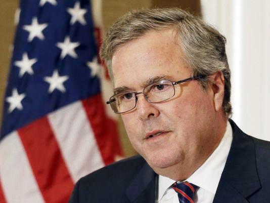 Trump critica a Jeb Bush por hablar español