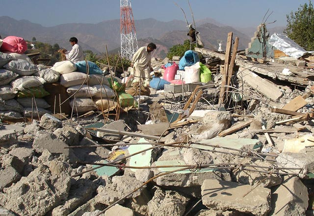 Potente terremoto mata decenas de personas en Afganistán y Pakistán