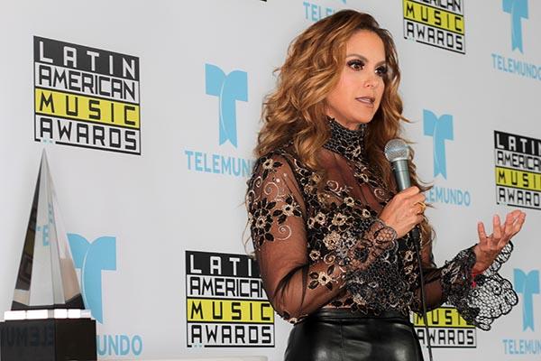 Lucero es la voz y rostro de Latin American Music Awards de Telemundo