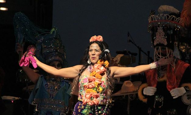 "Lila Downs entre ""Balas y Chocolate"""