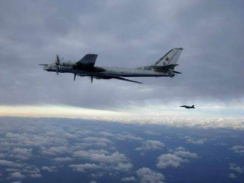 Muy cerca aviones de combate de Rusia y E.U.