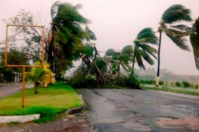 El mundo de un vilo por el paso del huracán Patricia en la costa pacífica de México