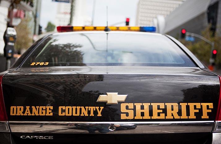Se investiga como homicidio los tres cuerpos calcinados hallados en un SUV en Orange