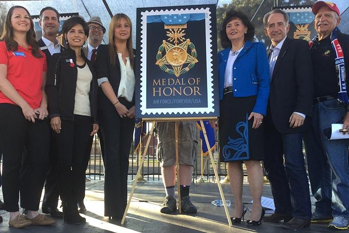 Veteranos celebran honor y valor con nueva estampilla postal