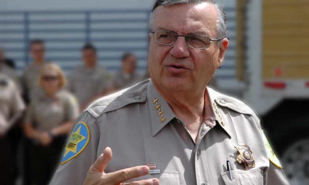 Sheriff Arpaio presenta a Trump en Arizona
