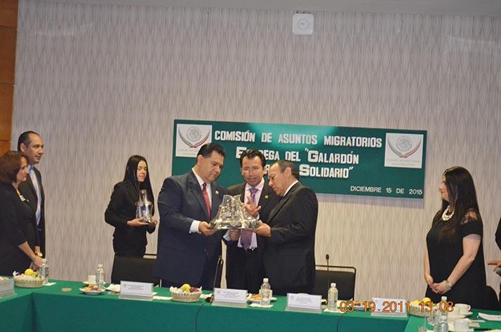 Senador Martín Sandoval galardonado como «Migrante Solidario»