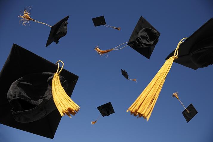 Los universitarios en E.U. deben $1.3 billones en deudas escolares