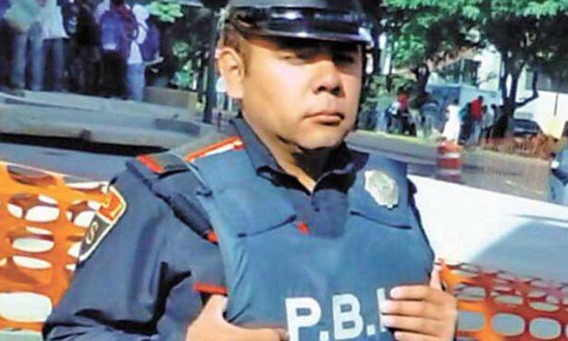 ¡Noticia!: Policía honesto de México devuelve bolsa llena de dinero