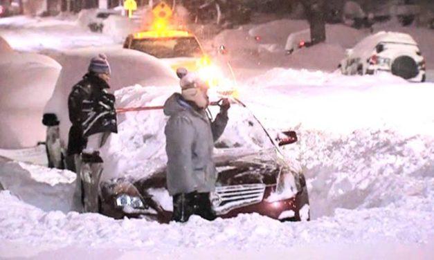 Histórica tormenta de nieve azota costa este de Estados Unidos y causa 30 muertes