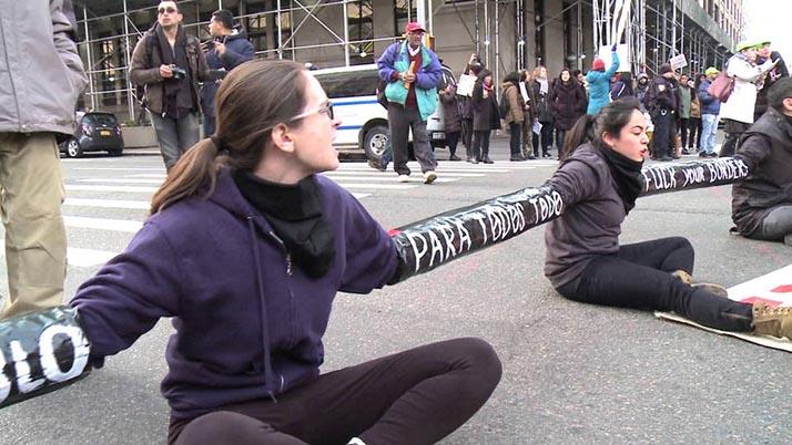 Nueva York: Siete arrestados por obstruir el tránsito en manifestación contra redadas de centroamericanos