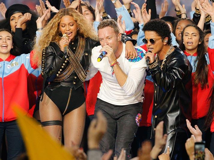 Coldplay, Beyoncé y Bruno Mars relucen en Half time-show del Superbowl edición de Oro