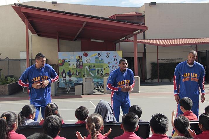 Harlem Globetrotters inspirán a niños de L.A. contra el bullying en las escuelas