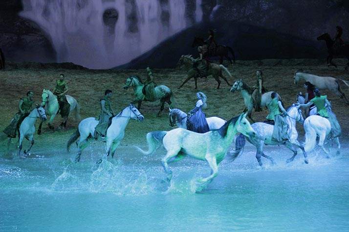 Equus: La hipnótica belleza de los caballos en el show 'Odysseo' de Cavalia