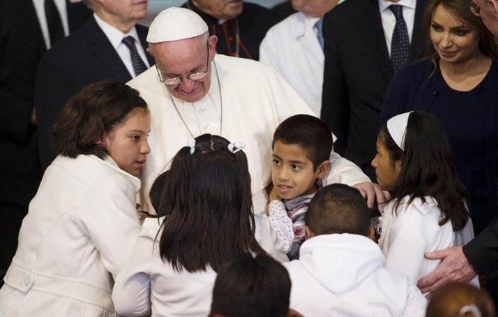 Papa Francisco arremete contra cárteles de droga y la corrupción durante visita a México