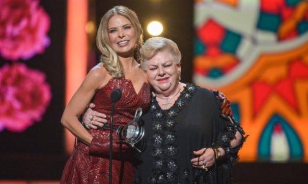 Gloria Trevi entrega 'Premio Lo Nuestro' a la trayectoria de Paquita la del Barrio