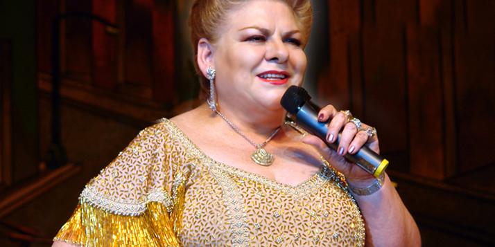 Paquita recibe tributo y reconocimientos por sus 45 años de carrera artística