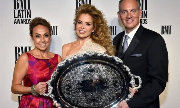 Gloria Trevi recibe el President's Award en la entrega de los Premios Latinos BMI 2016