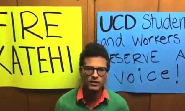 Estudiantes de Universidad de California en Davis realizan 'sentada' en demanda de la renuncia de la rectora