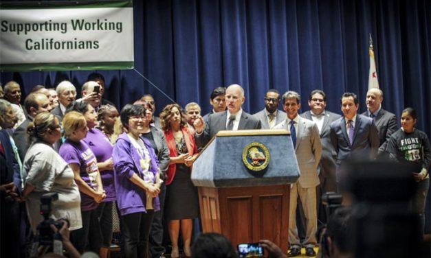 Gobernador Brown firma ley de salario mínino en California de $15 la hora