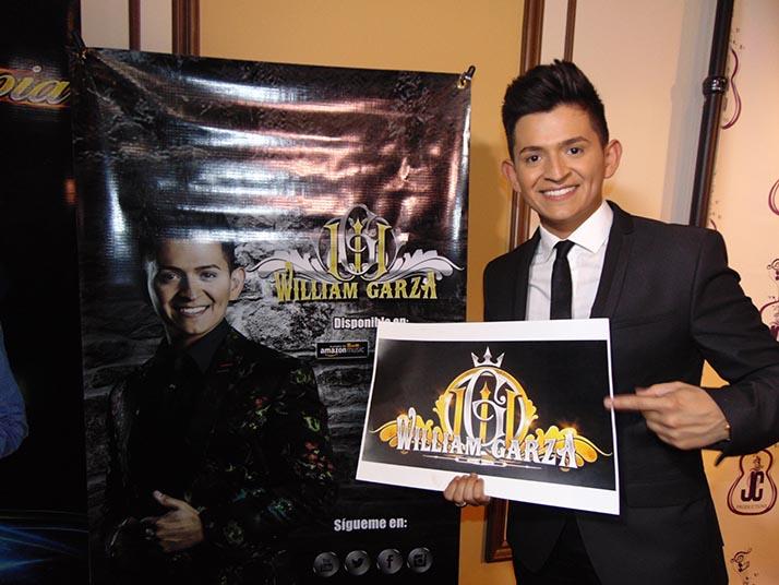 William Garza tuvo tres «Madrinas» en el lanzamiento de su primer disco
