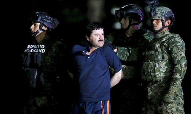 Trasladan a el 'Chapo' Guzman a Ciudad Juárez en inicio de su extradición a E.U.