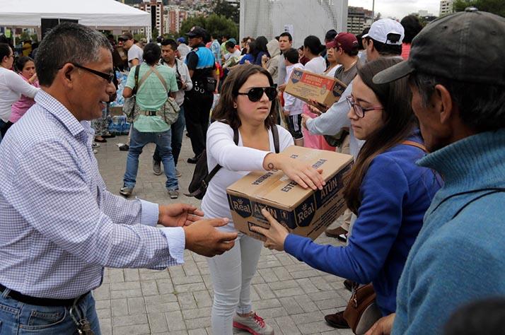 Ayuda al Ecuador de amigos de todo el mundo: #Ayudemos a Ecuador